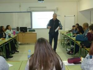 Conferencia de Jesús de Sobrino sobre Comunicación Corporativa dirigida a futuros profesionales del turismo