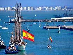 Comunicación de las actividades de Cádiz con Elcano con motivo de la salida del buque-escuela
